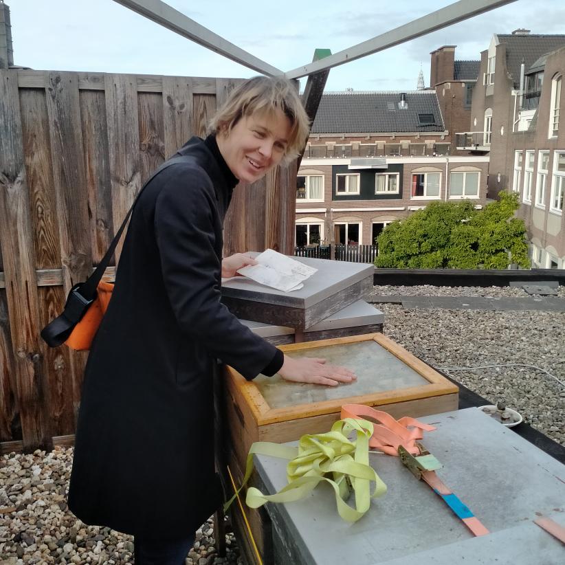 Met stadsimker Dorinde op het dak - ©Sien Vanmaele