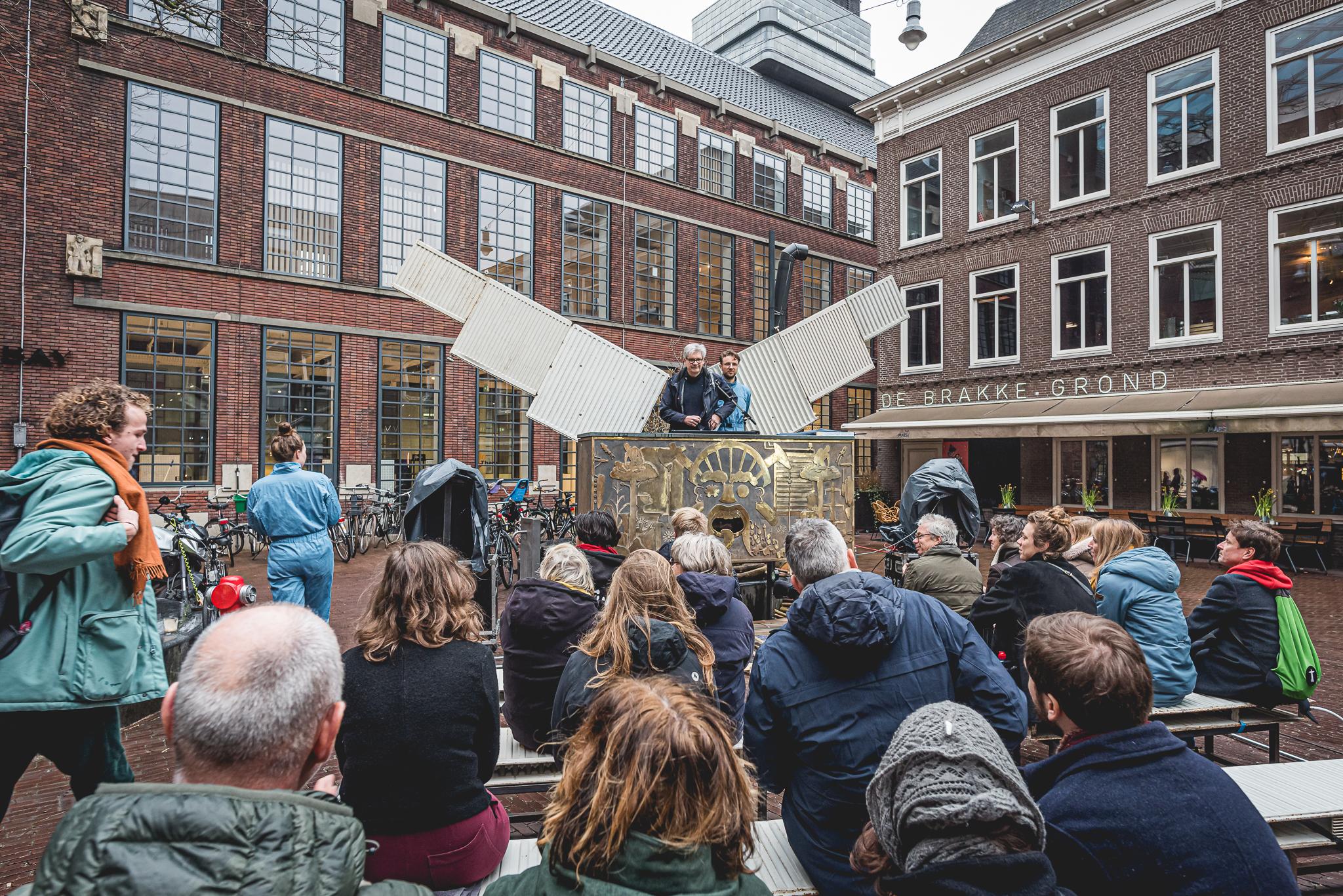 Van een idee naar een huis en terug: 40 jaar de Brakke Grond in Amsterdam